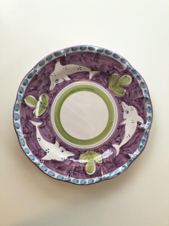 Amalfi mattallrik, lila med djurmönster, 26 cm