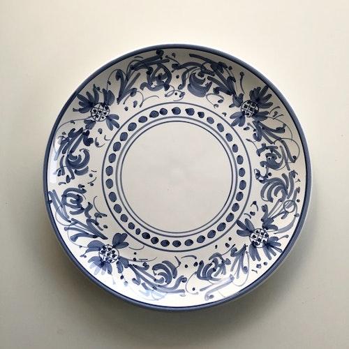 Mattallrik, blå med handmålat mönster, 27 cm