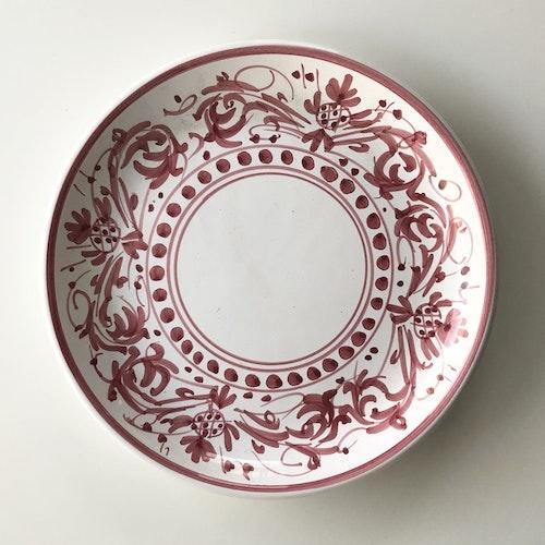 Mattallrik, röd med handmålat mönster, 27 cm
