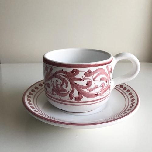 Stor tekopp med fat, röd med handmålat mönster, 11 cm