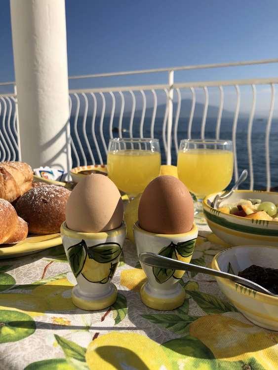 Limone Bianco äggkopp med citronmönster