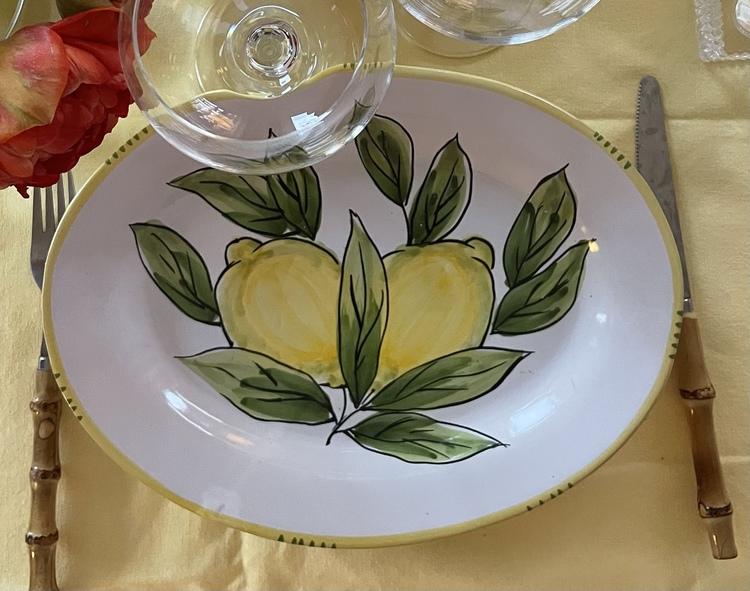 Limone Bianco oval mattallrik 30 cm, med citronmönster