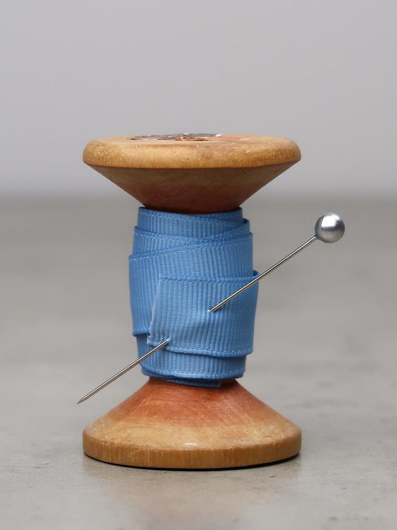 Ribbat band ljusblå
