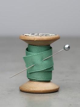 Ribbat band pastellgrön
