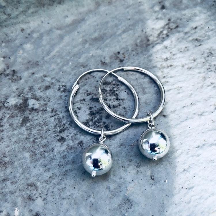 Karolin örhängen i silver