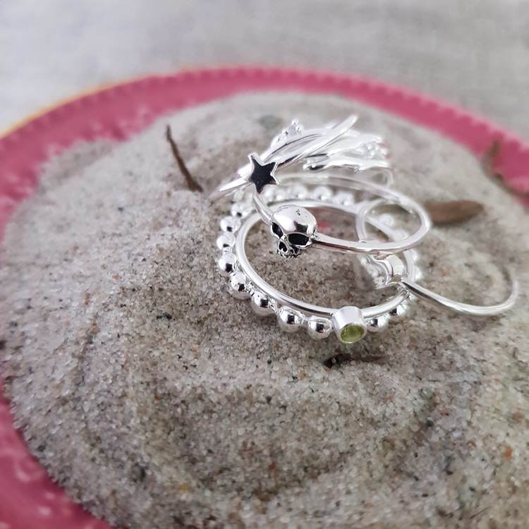 Silverring med form av grenar lindade