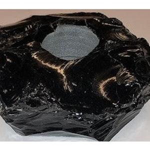 Ljuslykta Obsidian, I LAGER UNDER MAJ