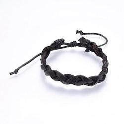 Justerbart flätad läder armband svart