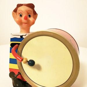 Daiya circus drummer