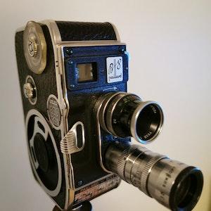 Filmkamera Paillard- Bolex 8,8mm med stativ