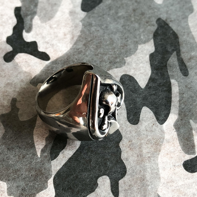 Ace of Spades, Ring