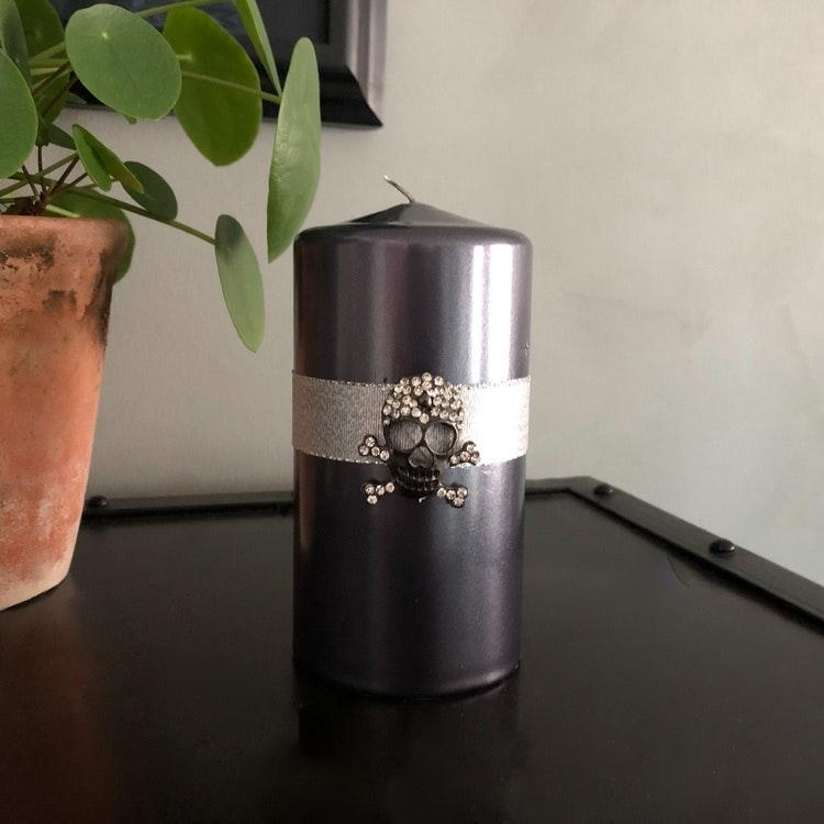 Metalliclackat blockljus Titan inkl dekoration