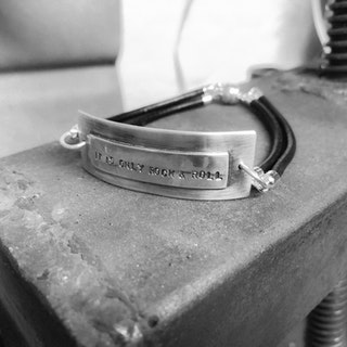 """Armband """"It is only rock & roll"""""""
