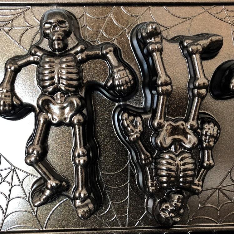 Skeleton Cakelets Pan