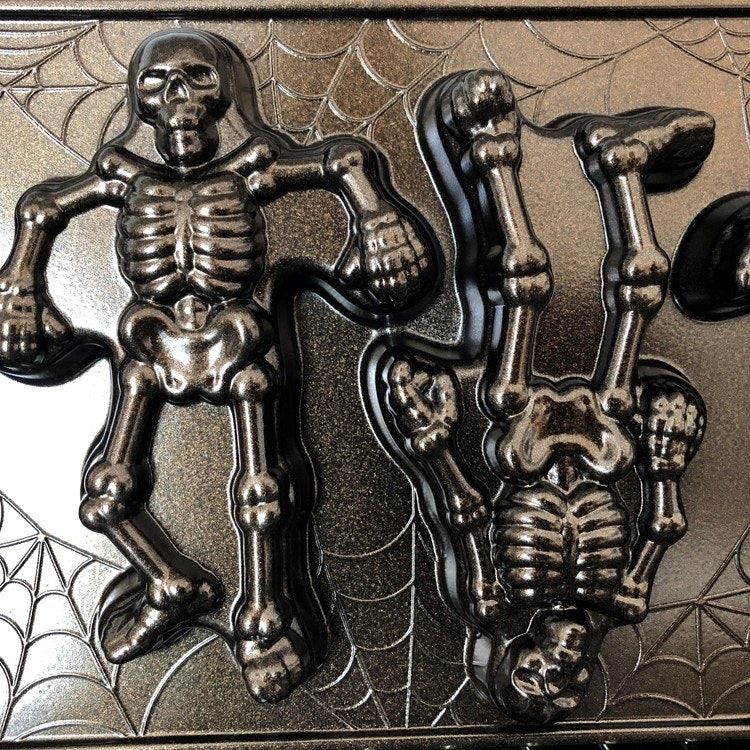 Skeleton Cakelets Pan