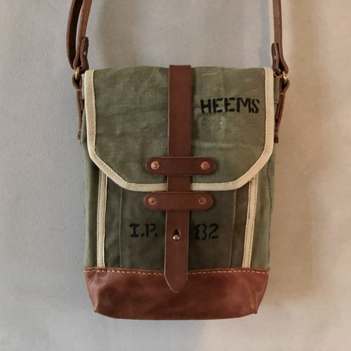 Canvas Shoulderbag - militärgrön