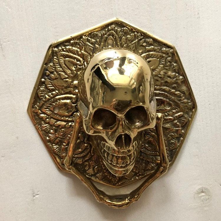 Dörrknackare guldfärgad kantig- skull