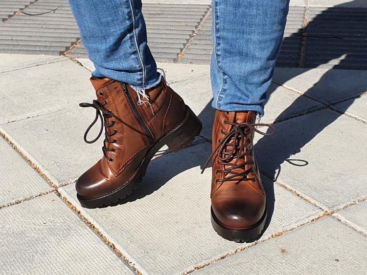 Rosa Negra Zipper Boot