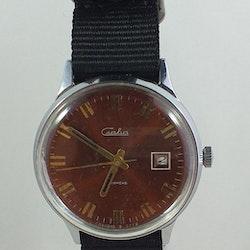 Klocka med traditionellt utseende från Craba