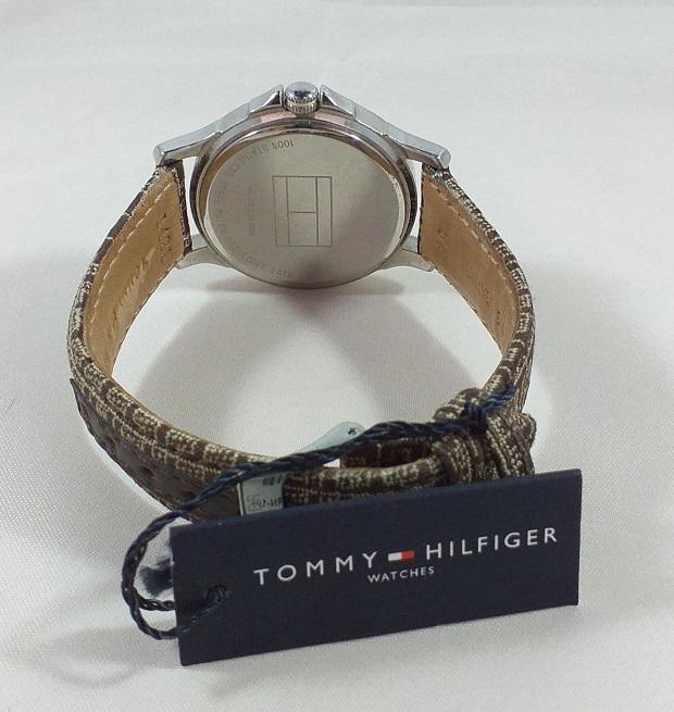 Tommy Hilfiger - Damklocka med mönstrat armband