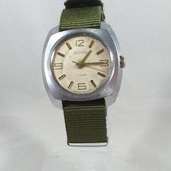 Vostok - Boctok - 17 Kamhen - Mekaniskt urverk - grönt nato-armband