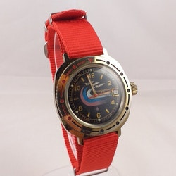Vostok komandirskie klocka - three airplanes - Mekaniskt urverk - rött nato-armband