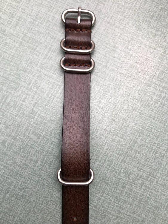 Zulu armband mörkbrunt eller svart läder 18mm