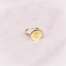 Quaintrelle Signature Ring