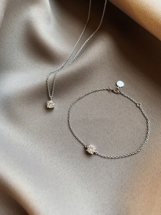 ADRIENNE NECKLACE SILVER