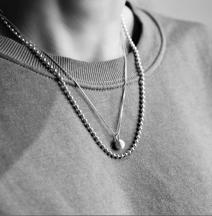 Sparkling Globe Necklace Silver