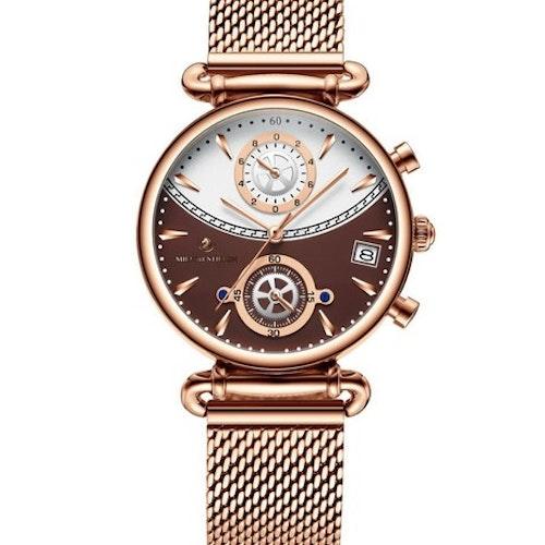 Céline Brun med rosé armband