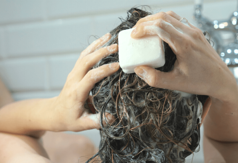 Så tvättar du håret med äkta hantverkstvål