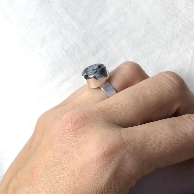 Big grey stone ring • Unik ring med stor grå sten