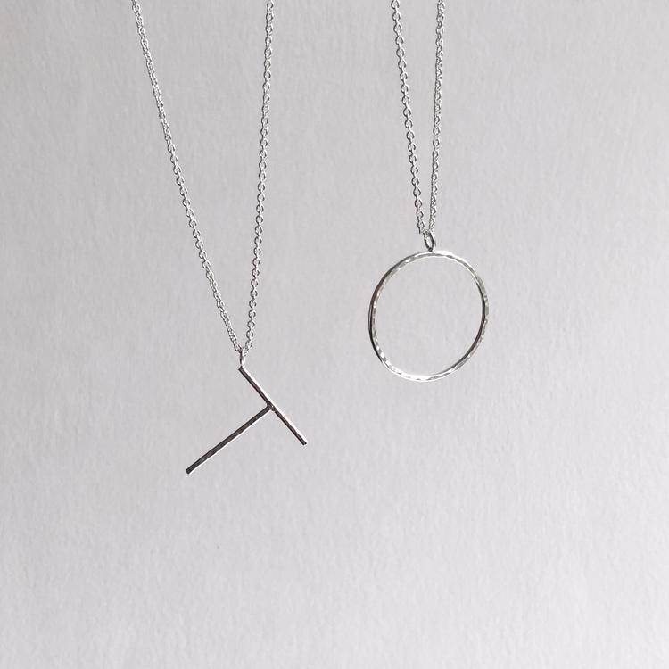 Big letter necklace • Bokstavshalsband med stor bokstav