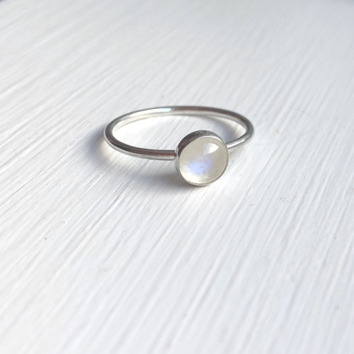 Moonstone ring • Tunn ring med månsten