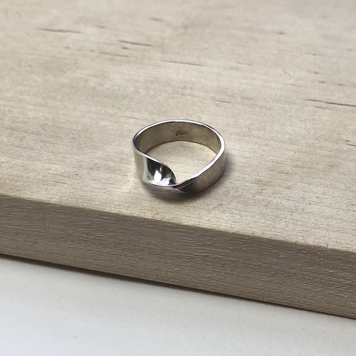 Twisted ring • Vriden silverring