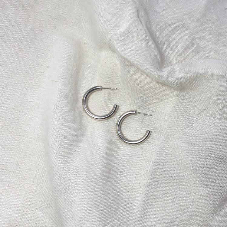 Thick round hoops • Tjocka silverrings örhängen