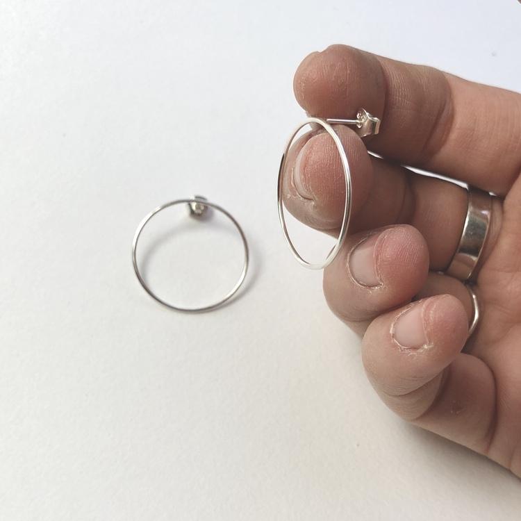 Circle earrings • Örhängen med cirklar