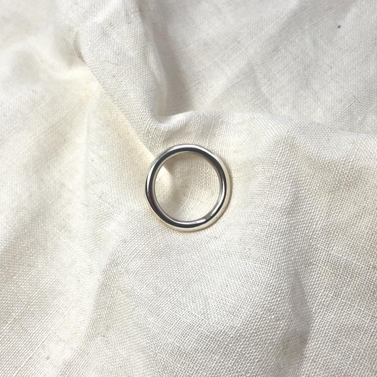 Thick silver ring • Tjock enkel silverring