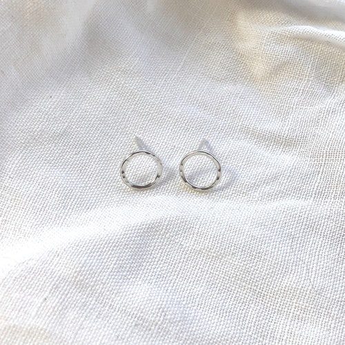 Small circle earrings • Små runda örhängen