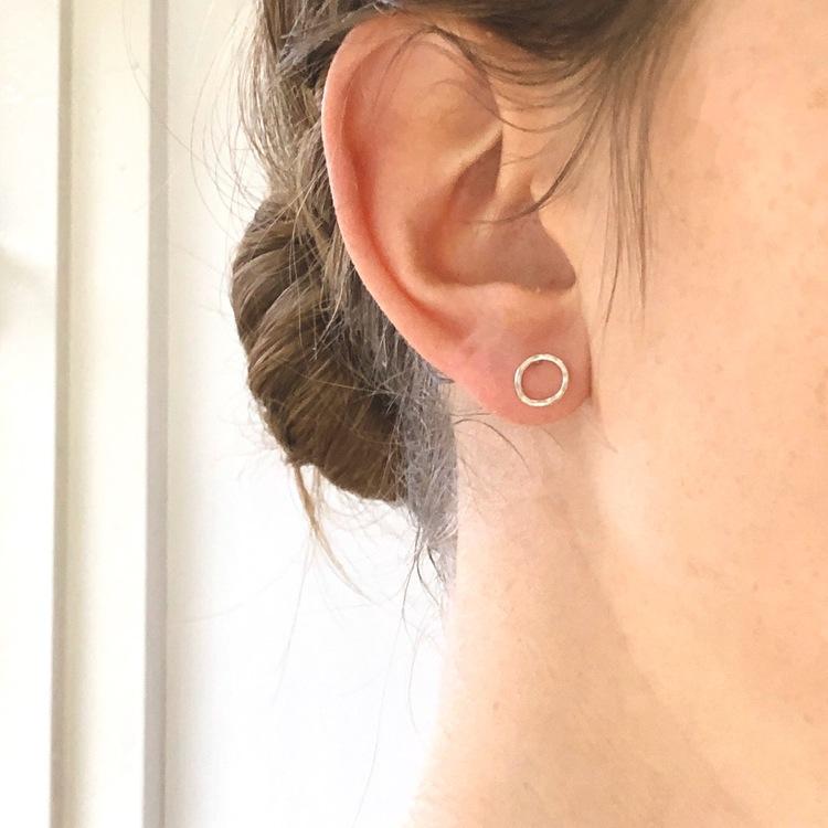 Small circle earrings • Små runda örhängen