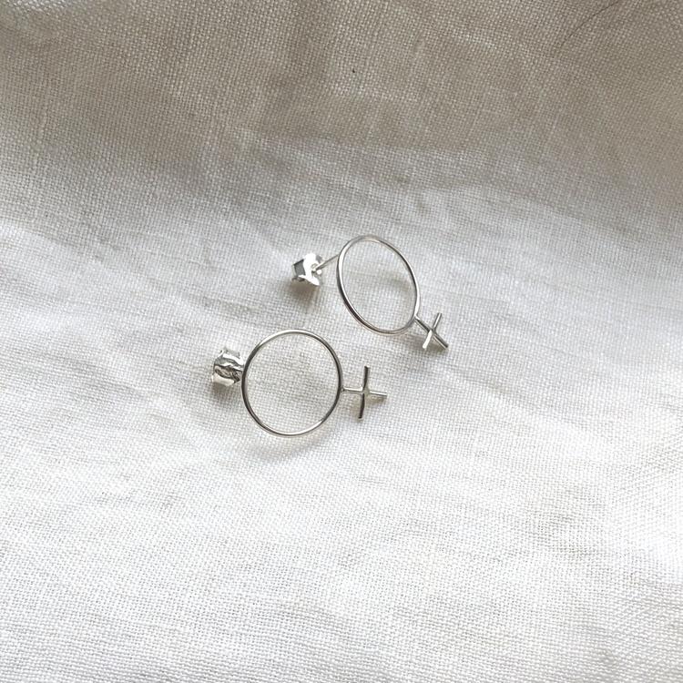 Girl power earrings • Örhängen med kvinnosymbol