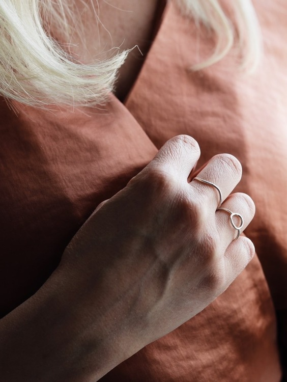 Tiny circle ring • Tunn silverring med cirkel