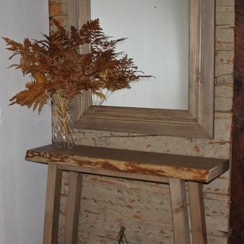 Hallbord och hallspegel