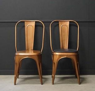 Svart sittdyna i läder 390kr/st