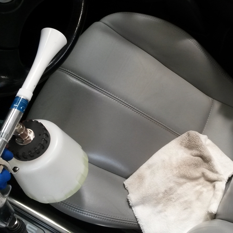 Vortex Cleaning Gun for a deep cleaning of the car interiors