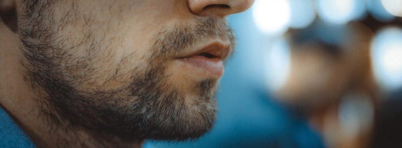 Styr upp en gles och ojämn skäggväxt