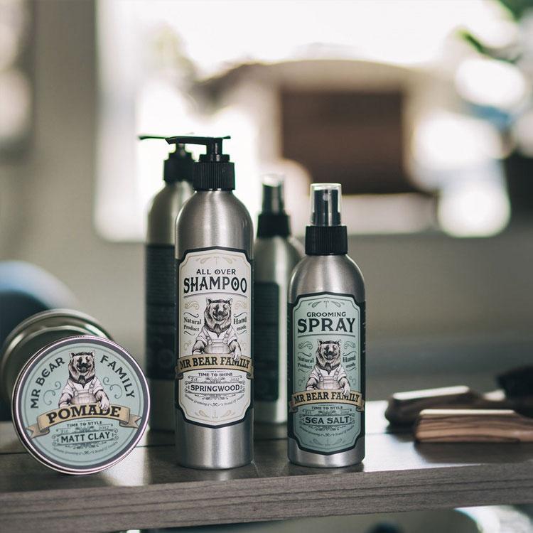 Mr Bear Family Grooming Spray Springwood, en naturlig saltvattenspray som stylar och ger volym till håret.