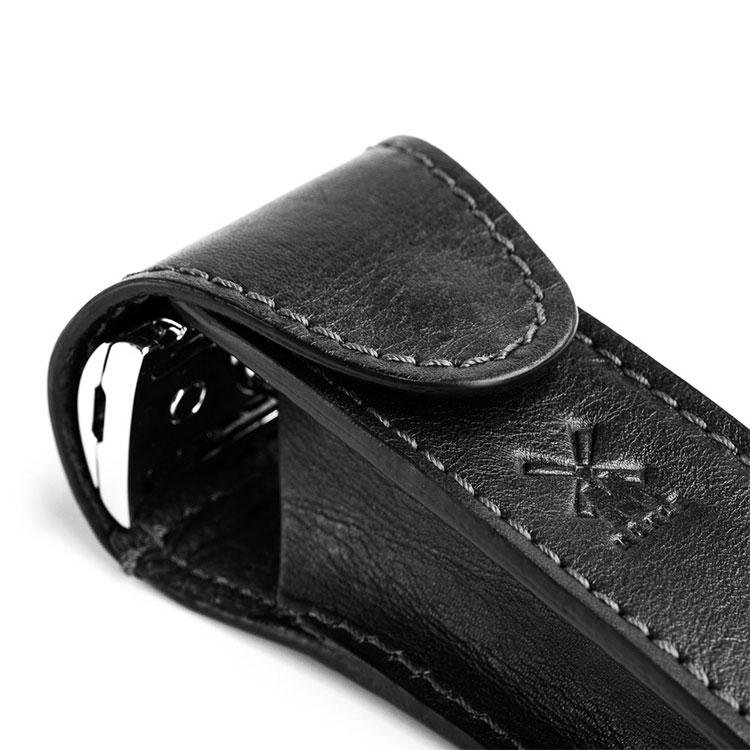Mühle Läderfodral Svart, ett lyxigt läderfodral till din säkerhetshyvel som passar de flesta säkerhetshyvlar.