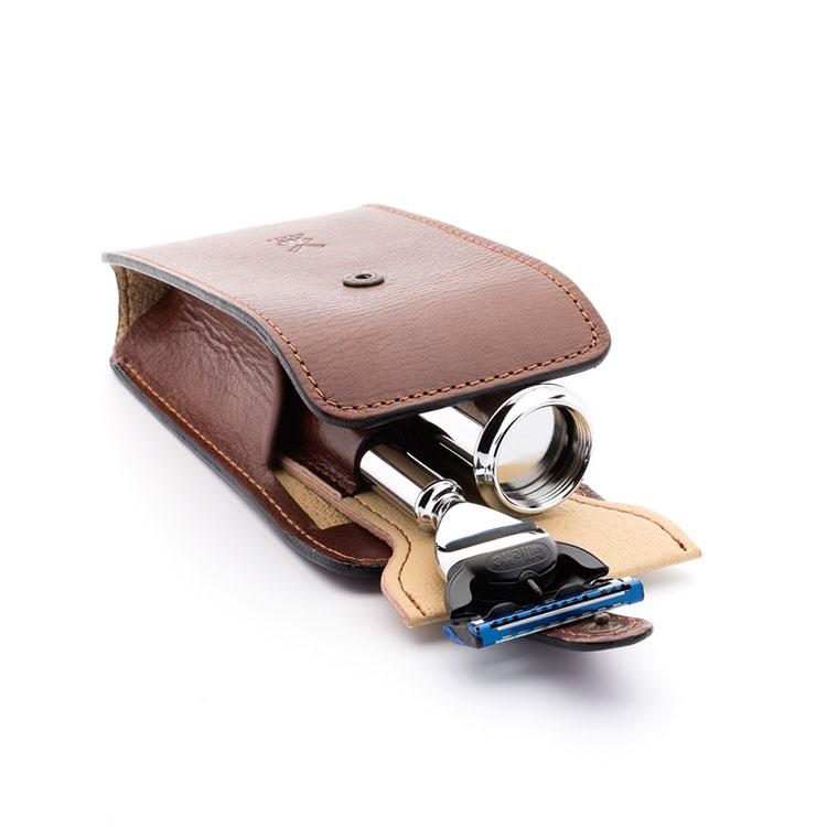 Mühle Reseset Fusion Brun, ett komplett resekit av högsta kvalitet med läderfodral, rakborste och reserakhyvel.